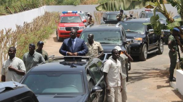 Macky Sall caillassé à l'Université Cheikh Anta Diop de Dakar
