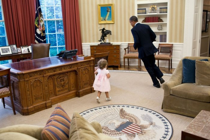 Voici la preuve en 32 photos qu'Obama a su garder un esprit d'enfant ! Les photos sont juste adorables !