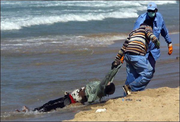 Hommage aux 2 000 migrants engloutis par la mer en 7 mois aux portes de l'Europe