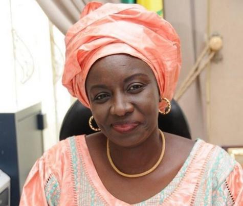 Caillassage du cortège du Président: Mimi Touré jette des pierres à la classe politique et aux médias…