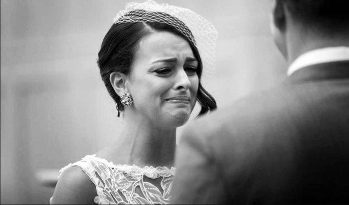 Alors que ce couple vient tout juste de se marier, l'époux a une sacrée surprise lorsqu'il se réveille... Et sa réaction est vraiment improbable !