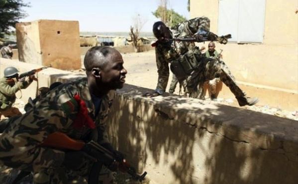 Mali: prise d'otages toujours en cours dans un hôtel à Sévaré, 8 morts dont 3 militaires