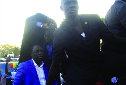 Lapidation du cortège présidentiel à l'UCAD : « De ce que la violence physique peut être symbolique »