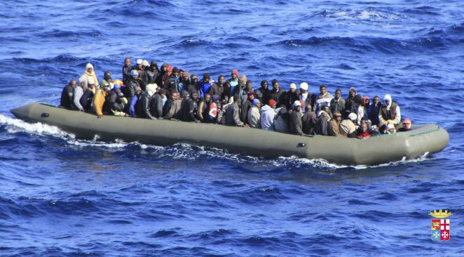 Méditerranée: 40 migrants morts asphyxiés dans la cale d'un bateau surchargé