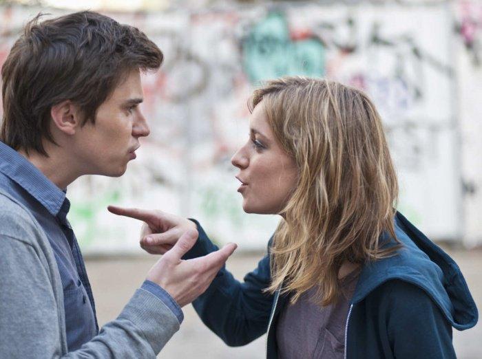 Elle le rejette parce qu'il est pauvre, mais quand il la recroise 10 ans plus tard, elle tombe de très haut ! Une revanche bien méritée...