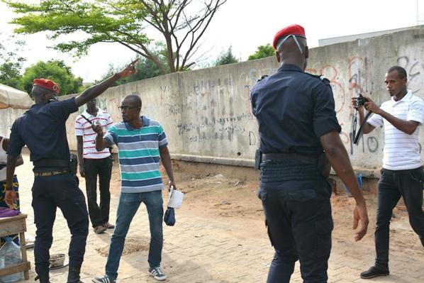 Marche de l'oppsotion à la Place de l'Obélisque : Un journaliste a reçu des coups de poing d'un policier