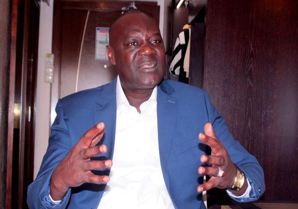 """Le maire Cheikh Guèye, sa culotte, son chawarma, ses """"two taw"""" et le camion de sable"""