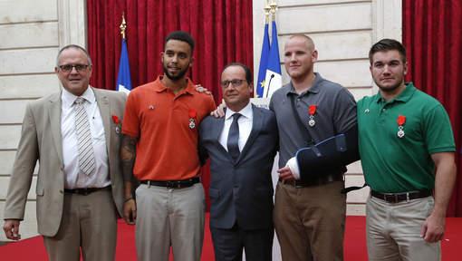 """France - Fusillade dans le Thalys : Les quatre """"héros"""" reçoivent la Légion d'honneur"""