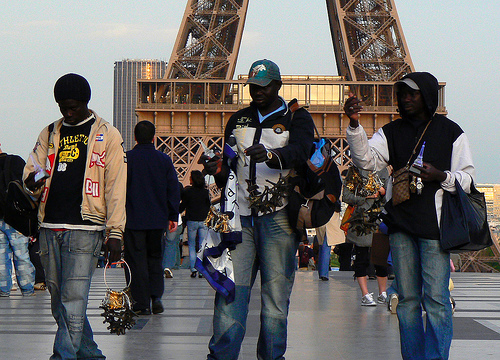 Peut-on taxer à tort les vendeurs ambulants sénégalais de «semeurs de trouble» en Europe ?