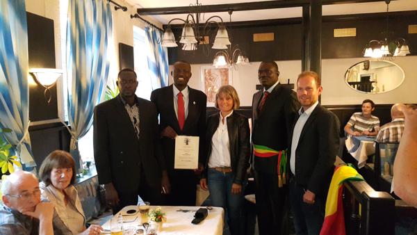 """Pour son engagement humanitaire, Maguèye Badiane honoré par l'Ong """"Hilfe Fur Sénégal"""" en Allemagne"""