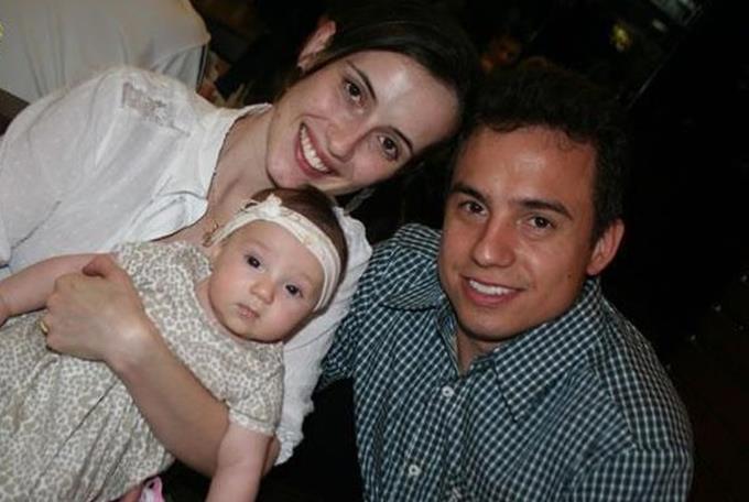 Sa femme meurt tragiquement dans un accident de voiture, mais ce qu'il a fait ensuite avec leur fille a fait pleurer le monde entier !