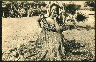 Carte postale : Une Sénégalaise tout en élégance