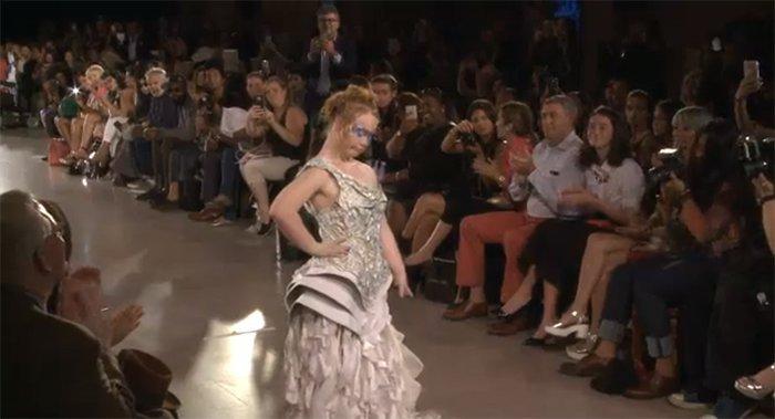 Madeline, la jeune mannequin trisomique, a défilé lors de la Fashion Week… Elle a fait sensation !