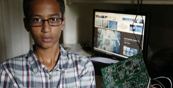 Etats-Unis : Obama invite à la Maison Blanche le collégien arrêté pour une horloge artisanale qu'il avait confectionnée