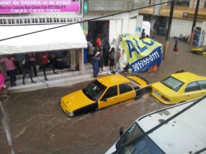 Forte pluie à Dakar Route du Front de Terre