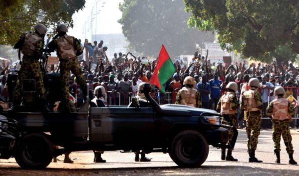 Coups d'états, société civile forte : les défis pour les démocraties en Afrique