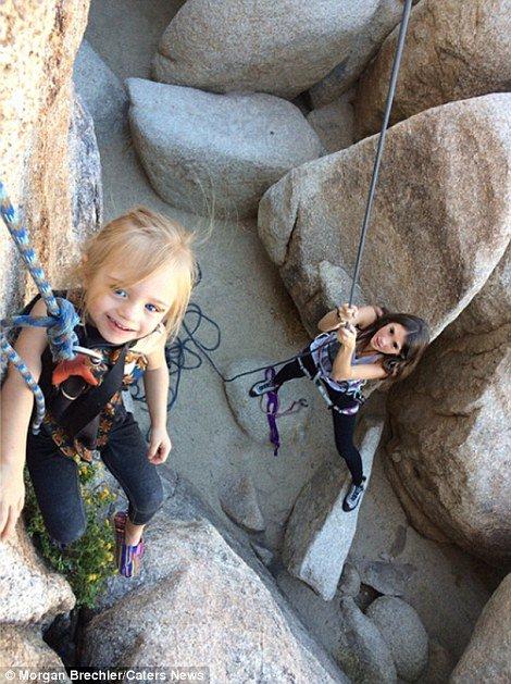À 25 ans, elle part à l'aventure avec sa fille de 3 ans sur le dos ! Les photos sont à couper le souffle...