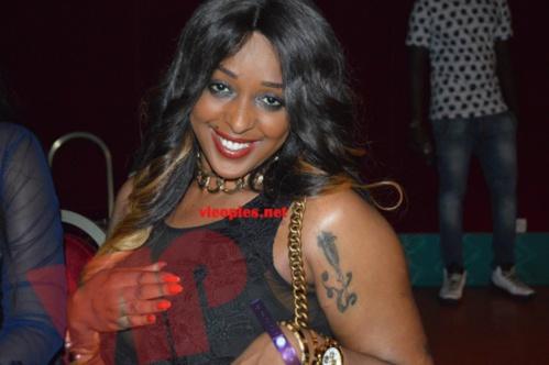 L'ex-mannequin Awa Fall toute souriante à Paris