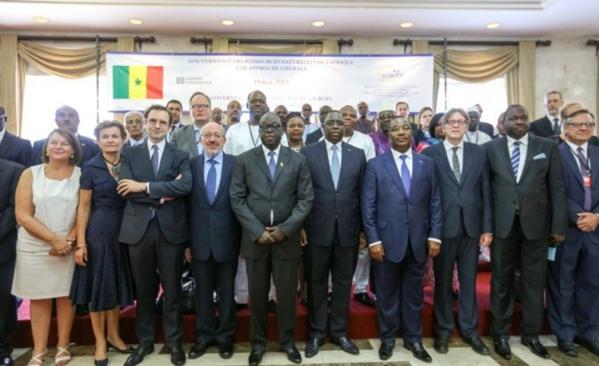 Devant Macky Sall, Abdoulaye Wade chanté par les libéraux et démocrates du monde