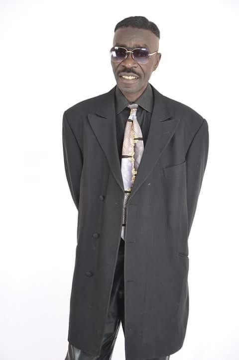 Appréciez le look du chanteur Souleymane Faye