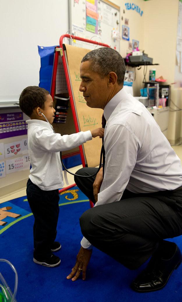 Toutes les fois où Barack Obama a été choupi au milieu d'enfants