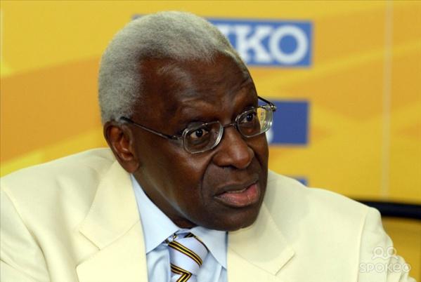 Macky Sall apporte son soutien à Lamine Diack
