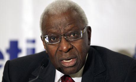 Lamine Diack suspendu provisoirement comme membre honoraire du CIO