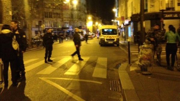 Attaques à Paris: François Hollande décrète l'état d'urgence et la fermeture des frontières