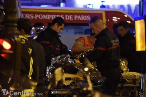 Attaques terroristes à Paris: Le bilan s'alourdit et passe à 132 morts