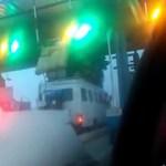 Un car « Ndiaga Ndiaye » aveuglément surchargé bloque le passage sur l'autoroute à Péage