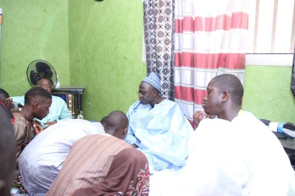 Serigne Moustapha Khassaïdes, fils de Serigne Abdourahmane Mbacké Borom Deurbi, bénit ses talibés