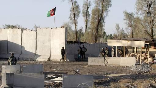 37 morts dans un aéroport assiégé par les talibans, en Afghanistan