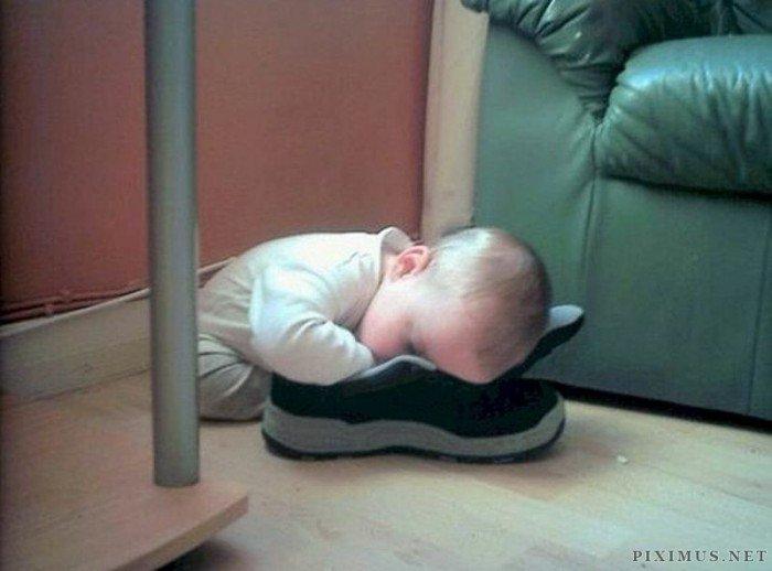 31 photos d'enfants capables de dormir n'importe quand, n'importe où : le 17 est trop drôle !