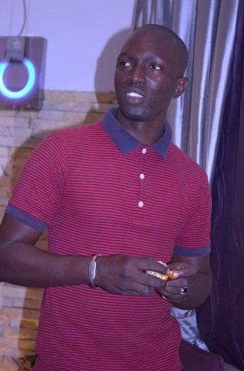 Photos - Ablaye Mbaye en studio pour la finalisation de son prochain album
