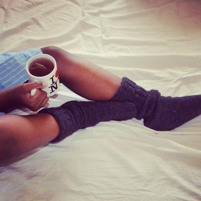 Vous êtes plutôt chaussettes sous la couette ou pieds nus ? Voici ce que cela révèle sur votre personnalité !
