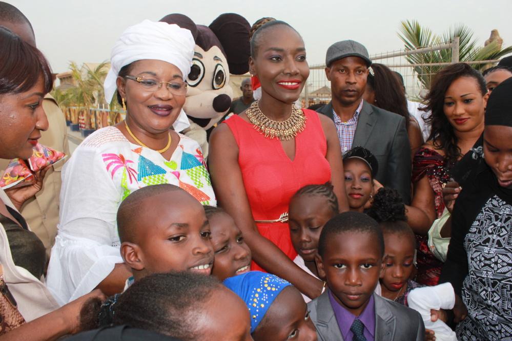 Vidéo - Noël avec Coumba Gawlo: La Diva éblouit les enfants