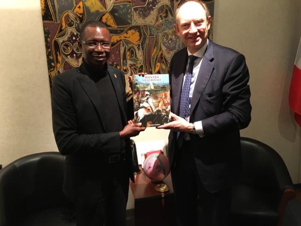 Forum économique à Mantes La Jolie : Daouda Dia, maire d'Orkadiéré décoré