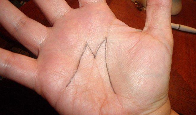 Le « M » au creux de votre paume, quelle signification a-t-il ? Sachez que cette marque vous prédestine à être... quelqu'un de vraiment « à part » !