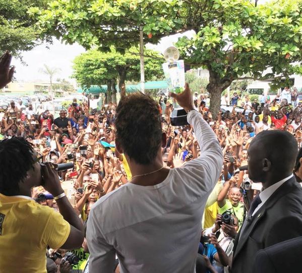 Meilleur Joueur Africain de l'année 2015: Pierre-Emerick Aubameyang accueilli au Gabon par une foule en liesse