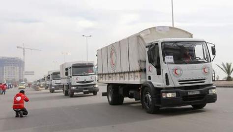 Le convoi transportant nourriture et médicaments quitte Damas pour rejoindre la ville assiégée de Madaya, le 11 janvier 2016. © afp.