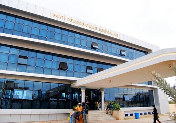 Suicide collectif au Pds: 250 membres du comité directeur imitent Oumar Sarr