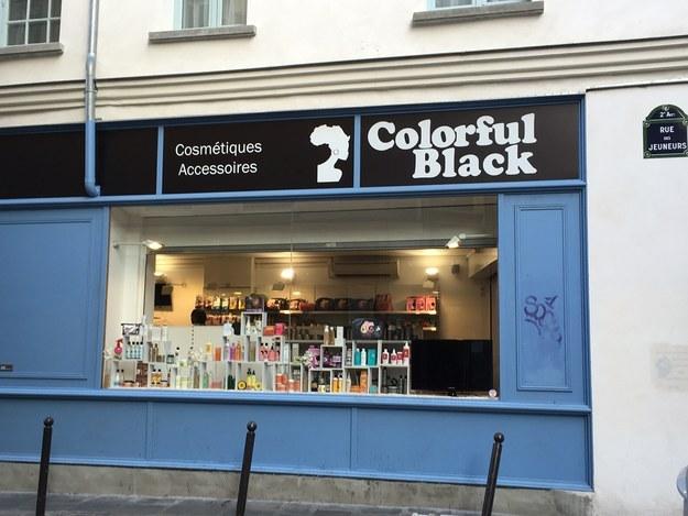 « Pas de boutique afro ici » : Un magasin cosmétique d'une Sénégalaise visé par une affiche raciste à Paris
