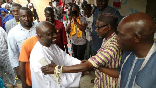 Dans la profonde banlieue, Idrissa Seck poursuit son opération de charme