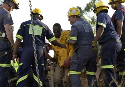 Près de 90 personnes coincées dans une mine d'or