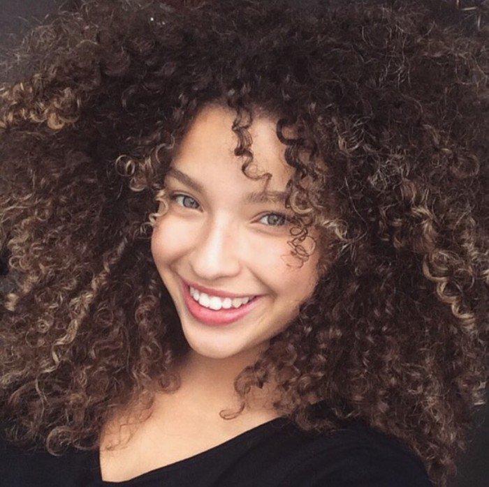 14 preuves que les femmes aux cheveux bouclés/ondulés sont la perfection incarnée !