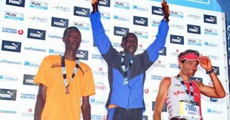 Le Kenyan Yator Bellor remporte le marathon de l'autoroute de Dakar