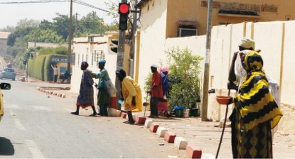 Point E : Les populations lancent la chasse aux mendiantes