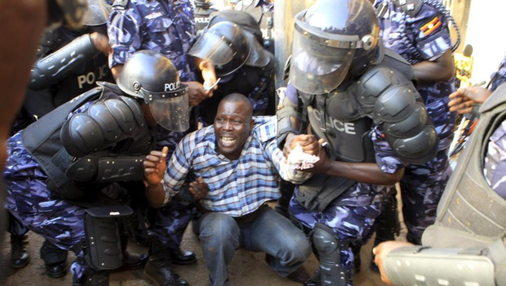 Présidentielle en Ouganda: le candidat Besigye arrêté, violents heurts