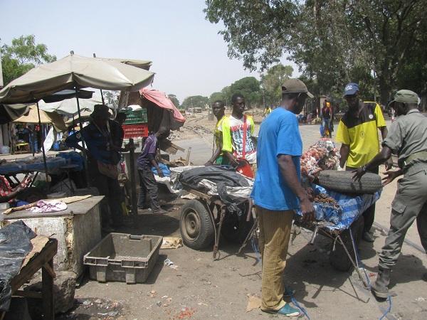 Thiès : Le Collectif des déguerpis du marché Sahm contre la cherté des nouvelles cantines