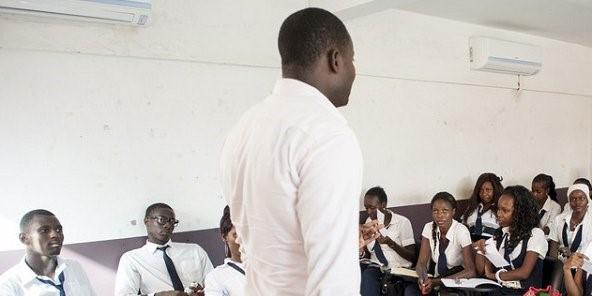 Lu pour vous dans Jeune Afrique : Khadim, fonctionnaire au Sénégal – 457 euros par mois (297.050 F. Cfa)